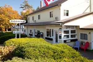 Robbins Motel :: Affordable hotel located just 4 mies from downtown Bar Harbor and 2 miles from the entrance to Acadia National Park. Rooms range from $49 - $65/night. Book today!
