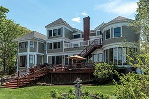 Saltair Inn Waterfront Bed and Breakfast :: A romantic Bed and Breakfast with luxury waterfront suites overlooking Frenchman Bay! Located 3 blocks from downtown Bar Harbor, & a short drive to Acadia National Park.