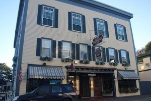 Cafe Drydock & Inn :: Family owned, historic Southwest Harbor Inn. Includes 8 tastefully decorated rooms & restaurant serving fresh seafood & other popular dishes daily. Open year-round. Book Now!