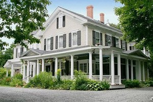 Mira Monte Inn :: A romantic Bed and Breakfast Inn, located a few blocks from downtown Bar Harbor and near the magnificent Acadia National Park. Breakfast & a wine/cheese social served daily.