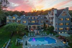 Balance Rock Inn :: Luxurious, premier oceanfront Bed & Breakfast in downtown Bar Harbor overlooking Frenchman's Bay. Walk to restaurants, shops, & everything Bar Harbor has to offer! Book today!