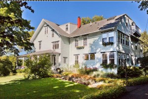 The Elmhurst Inn :: Newly renovated, Family Owned Inn on a quiet street just a few steps away from downtown Bar Harbor, restaurants, shops, galleries, & the waterfront! Open year round!